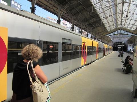 IMG_5023ホームと列車.jpg