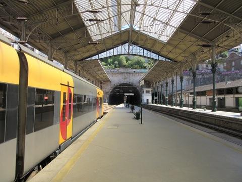 IMG_5024ホームと列車.jpg