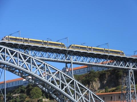 IMG_5067橋と電車.jpg